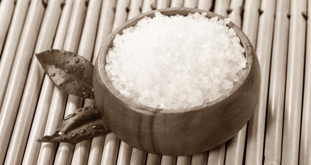 Campuran Garam pada Air Putih sebagai Cara Mengobati Flu Singapura