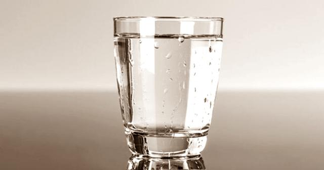 Konsumsi Air Putih sebagai Cara Menghilangkan Batuk Gatal di Tenggorokan