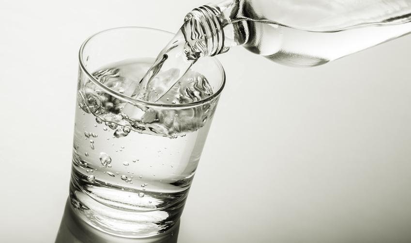 Minum yang Cukup sebagai Cara Mengatasi Batuk